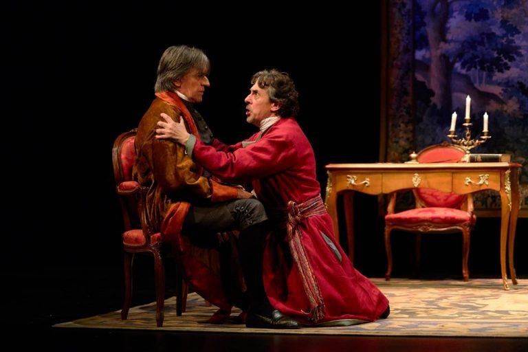 El teatro francés tuvo su origen en la comedia